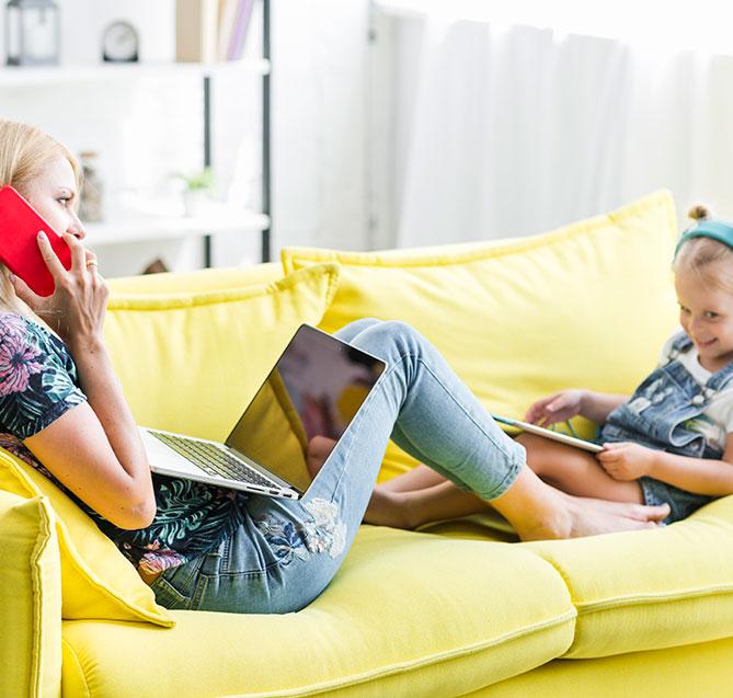 Mutter und Tochter mit Nordisk TV Box